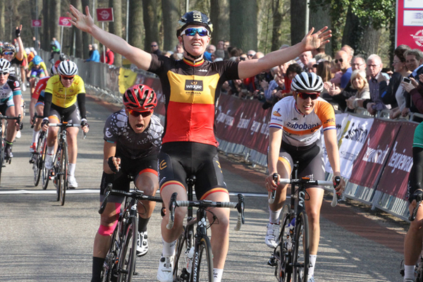 Jolien D'Hoore wins in Energiewacht Tour stage one