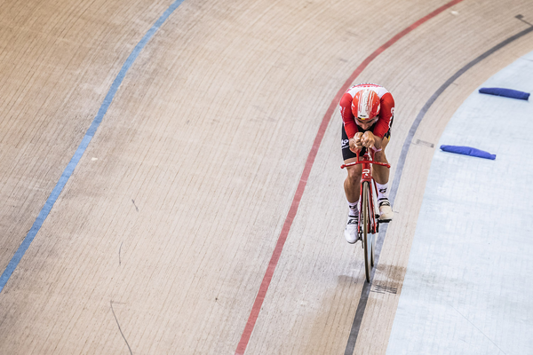 Victor Campenaerts sets new UCI World Hour Record