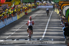 De Gendt wins Tour stage 8